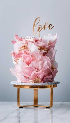 Be inspired by these pretty wedding cakes! We are having a major swoonnsesh over these gorgeous wedding cakes. These latest wedding cakes are the. wedding themes These gorgeous wedding cakes are very stylish Pretty Wedding Cakes, Wedding Cake Designs, Pretty Cakes, Wedding Themes, Vegan Wedding Cakes, Best Wedding Cakes, Wedding Colors, Wedding Gowns, Cake Wedding