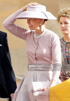 Lady Sarah Chatto attends the wedding of Princess Eugenie of York and Jack Brooksbank at St George's Chapel on October 2018 in Windsor, England. (Photo by Max Mumby/Indigo/Getty Images) Hot Pink Fashion, Royal Fashion, Princess Eugenie, Princess Kate, Lady Sarah Armstrong Jones, Lady Sarah Chatto, Charlize Theron Style, Eugenie Of York, Duchess Of York