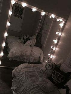 Dream Rooms : 33 Gorgeous Decor Ideas With Bedroom String Lights Cute Room Ideas, Cute Room Decor, Teen Room Decor, Dream Rooms, Dream Bedroom, Home Bedroom, Bedroom Decor, Master Bedroom, Bedroom Inspo