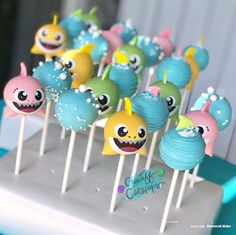 I dont know why the song freaks me out so much? but these turned out super cute. These baby sharks bubbles and swimming baby shark 2nd Birthday Party For Girl, Shark Birthday Cakes, Birthday Ideas, Birthday Gifts, Baby Hai, Shark Party Decorations, Funny Happy, Happy Birthday Funny, Happy Birthday Greetings