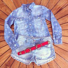 E a dica de hoje para o presente Dia das mães é esse Look All Jeans + Cinto 2 fivelas vermelho super chic para arrematar a produção!