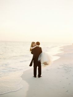 Florida beach kisses. Photography: Lauren Kinsey Fine Art Wedding Photography - laurenkinsey.com