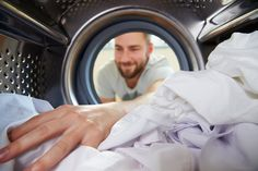 This Is Why You Should Stop Using DIY Laundry Detergent Right Now Homemade laundry detergents don't clean very well Doing Laundry, Laundry Hacks, Laundry Rooms, House Cleaning Tips, Cleaning Hacks, Commercial Laundry, Homemade Laundry Detergent, Household Cleaners, Household Products