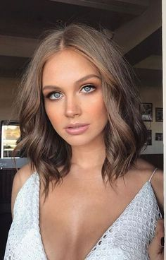 Cool Short Hairstyles for Women brunette + blue eyes + pink lips + shoulder length wavy hair style # Cool Short Hairstyles, Hairstyles Haircuts, Short Hair Styles, Black Hairstyles, Layered Hairstyles, Beautiful Hairstyles, Brunette Blue Eyes, Ash Blonde Hair, Wavy Hair