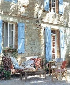 This picture evokes memories of Provence: the delicious smell of lavender and herbs, cyprus trees, blue shutters, pushing strollers up impossible hills, the heat.I love Provence! French Cottage, French Country House, French Farmhouse, French Country Decorating, Country Blue, French Decor, Country Living, Cottage Style, Farmhouse Decor