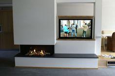 Mooie inbouw haard met daarnaast een televisie Flat Screen, Tv, Interior, Google, Design Interiors, Blood Plasma, Flatscreen, Interiors, Plate Display