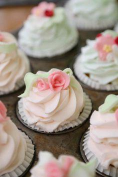 Questi #cupcake edizione speciale vi aspettano nello store @California Bakery di via Larga, parte del ricavato va a @Noi di Vidas #cb4vidas