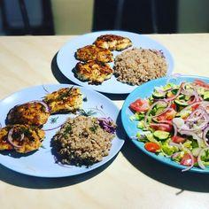 """Ника Ситник🐾 on Instagram: """"Котлетосы от Никитоса !! Очень быстрые и вкусные!! На гарнир можете отварить рожки, кашу, либо овощи! #никаситникеда листай👉🏼"""" Fried Rice, Cobb Salad, Fries, Ethnic Recipes, Food, Essen, Meals, Nasi Goreng, Yemek"""