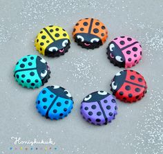 Rainbow colors: lucky beetle made of bottle caps 🐞🌈 - Dots, dots, comma, line – the lucky beetles are done 🐞🌈 I don& know what the seven do - Tin Can Crafts, Diy Arts And Crafts, Cute Crafts, Diy Crafts To Sell, Diy Crafts For Kids, Easy Crafts, Bottle Top Crafts, Bottle Cap Projects, Beer Cap Crafts