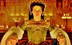 Julia Marsen como Ana Bolena na série The Six Wives of Henry VIII em 2001.