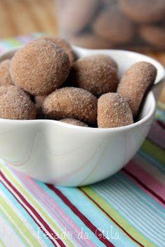 PECADO DA GULA: Biscoitos viciantes de canela! Sweet Recipes, Dog Food Recipes, Cookie Recipes, Dessert Recipes, Biscuits, Baked Donuts, Portuguese Recipes, I Foods, Food Inspiration