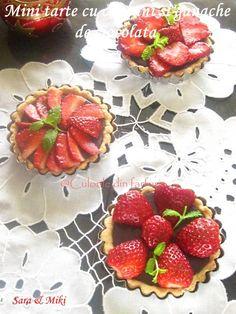 Mini tarte cu capsuni si ganache de ciocolata