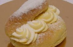 Yellow cream=(banketbakkersroom) in a sweet tasted white bread.really a treat to eat! Dutch Recipes, Baking Recipes, Sweet Recipes, Cake Cookies, Cupcake Cakes, Netherlands Food, Cake Filling Recipes, Thermomix Desserts, Cake Fillings
