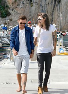 if Larry isn't real, we already make the most beautiful love story Larry Stylinson, Louis Tomlinson, Otp, Larry Shippers, Harry 1d, One Direction Pictures, Louis And Harry, 1d And 5sos, Harry Edward Styles