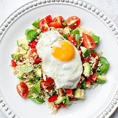 Salad with buckwheat groats, eggs avocado, peppers and tomatoes Great Dinner Recipes, Healthy Dinner Recipes, Whole Food Recipes, Diet Recipes, Healthy Snacks, Healthy Eating, Cooking Recipes, Mango, Morning Food