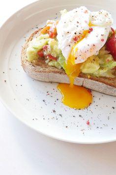 Avocado Breakfast, Breakfast Plate, Breakfast On The Go, Breakfast Toast, Breakfast Recipes, Healthy Snacks, Healthy Eating, Good Healthy Recipes, Food Flatlay
