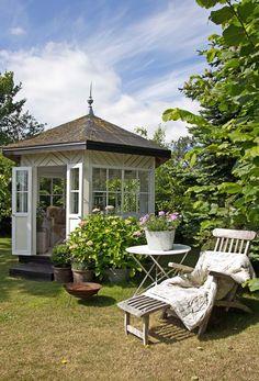 Ideas and inspiration Outdoor Rooms, Outdoor Gardens, Outdoor Living, Outdoor Decor, Garden Cottage, Home And Garden, Summer House Interiors, Garden Gazebo, Garden Styles