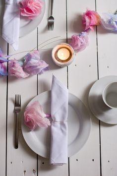 Papierblumen – sommerlich leichte Blütendeko einfach selbstgemacht_ Serviettenring und Tischdeko