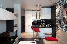 Kétszobás kis lakás kontrasztos dekorációval, fényes fehér konyhával és bútorokkal