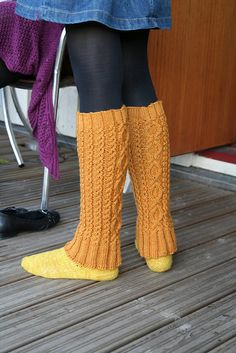 Penny gaiters in Finnish - Ulla - Ohjeet - Penni Knitting Stitches, Knitting Socks, Knitting Patterns, Thigh High Leg Warmers, Boot Cuffs, Knitting Accessories, Sock Shoes, Mittens, Free Pattern