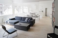 Fra betonhal til designerbolig Cozy Living Rooms, Living Room Interior, Home Living Room, Living Room Furniture, Living Spaces, Couch And Loveseat, Sofa, Cozy Reading Corners, Decorative Room Dividers