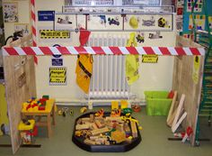construction zone play area - would be a neat Kindergarten learning centre Dramatic Play Area, Dramatic Play Centers, Eyfs Classroom, Classroom Displays, Class Displays, Play Based Learning, Learning Centers, Kindergarten Learning, Block Area