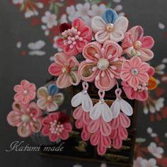 今年の七五三の髪飾りは「#つまみ細工」で和おしゃれに♪ Ribbon Art, Fabric Ribbon, Ribbon Crafts, Flower Crafts, Cloth Flowers, Diy Flowers, Fabric Flowers, Felt Hair Accessories, Hina Matsuri