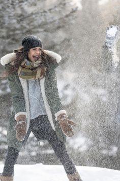 Tanke Energie bei einem Spaziergang in der wunderbaren Winterlandschaft in den Bergen Österreichs und Südtirol. #falkensteiner Bergen, Wellness, Sports, Jackets, Fashion, Winter Scenery, Hs Sports, Down Jackets, Moda