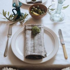 A contemporary table setting using Denby\'s Natural Canvas stoneware ...