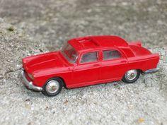Norev Peugeot 404 1/43ième rouge N°51.
