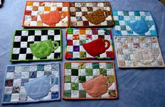 mug rug patchwork Small Quilts, Mini Quilts, Quilting Projects, Sewing Projects, Mug Rug Tutorial, Applique Tutorial, Quilted Coasters, Mug Rug Patterns, Quilt Patterns