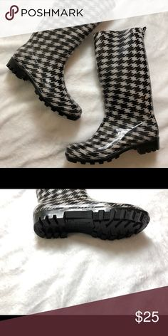 Houndstooth Rain boots. NWOT. Size 8. Houndstooth Rain boots. NWOT. Size 8.  Normal Calf Width. Capelli of New York Shoes Winter & Rain Boots