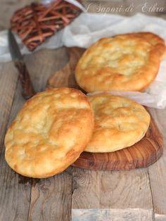 Muffins mass suave with patatas crujientes Bread Machine Recipes, Bread Recipes, Focaccia Pizza, Friend Recipe, Easy Homemade Recipes, Yummy Food, Tasty, Snacks, International Recipes