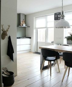 GM! Start the day with this nice inspiration we love the cardboard deer :) by @wonen_bij_chantal #ilovemyinterior by ilovemyinterior