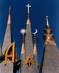 Towers of The Hungarian Pavilion, International Expo of Sevilla. Frank Lloyd Wright, Gaudi, Organic Architecture, Architecture Design, Monuments, Architecture Organique, Beautiful Moon, Cn Tower, Hungary