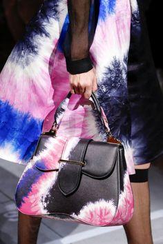 Prada Spring 2019 Ready-to-Wear Fashion Show Details: See detail photos for Prada Spring 2019 Ready-to-Wear collection. Look 102 Prada Purses, Prada Handbags, Prada Bag, Purses And Handbags, Prada Spring, Tie Dye Fashion, Fashion Show, Fashion Trends, Female Fashion
