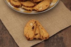 Fekas : Biscuits croquants aux fruits secs Biscuits, Bread, Cookies, Desserts, Food, Raisin, World Cuisine, Recipe, Meal