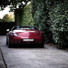 Summer in nigh... time to get the roadsters out! Photo by @Teymur Madjderey #amg #sls #roadster #mercedesbenz #mbfanphoto #mbcars #instacars #carphotography