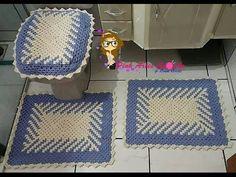 #Jogo de banheiro em fio conduzido com efeito em diagonal - Pink Artes Croche - YouTube Bathroom Sets, Tissue Holders, Doilies, Diy And Crafts, Applique, Kids Rugs, Blanket, Pink, Crocodiles