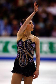 Laura Lepisto Joannie Rochette, Figure Skating Olympics, 2010 Winter Olympics, Gym Leotards, World Figure Skating Championships, Winter Olympic Games, Skating Dresses, Dance Wear, Vestidos