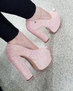 "54880b4ed Week Shoes on Instagram: ""🌸PEEP TOE🌸 Peep toe salto alto meia pata 15cm,  furtacor ROSÊ."