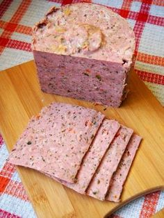 Herbal luncheon meat made with ground pork Sausage Recipes, Meat Recipes, Cooking Recipes, Home Made Sausage, Sandwich Cake, Polish Recipes, Carne, Good Food, Food And Drink