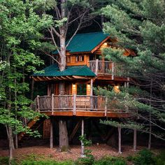 Moose Meadow Lodge: a wrap-around treehouse where you wake to the splashing of rainbow trout and nap to the song of the hermit thrush. We'd heard Vermont was magical, but this exceeds all expectations. See link in our bio for listing details. Beautiful Tree Houses, Cool Tree Houses, Small Houses, Texas Hill Country, Cabana, Sims 4 House Building, Normal House, Tree House Designs, Outdoor Retreat