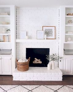 White fireplace and white built-ins. Living room decorations // living room decor // living room inspiration White fireplace and white built-ins. White Fireplace, Cozy Fireplace, Farmhouse Fireplace, Fireplace Ideas, Brick Fireplace Decor, Small Fireplace, Living Room Fireplace, Brick Fireplace Makeover, Fireplace Design