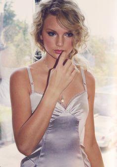 Taylor Swift is a timeless beauty Taylor Swift Hot, Estilo Taylor Swift, All About Taylor Swift, Long Live Taylor Swift, Taylor Swift Pictures, Young Taylor Swift, Red Taylor, Bikini, Role Models
