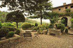 Le Jardin de la Louve in the French village of Bonnieux. Designed by Nicole de Vésian. Photo by MG59 via www.fotocommunity.fr.
