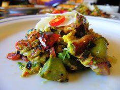 huevos revueltos con verduras, patatas y queso manchego