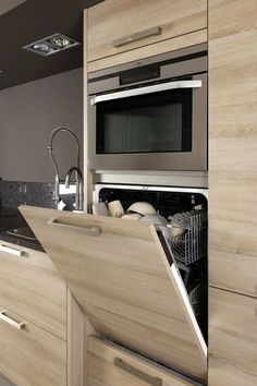 The 21 best ideas for modern kitchen design - best living ideas and inspirationModern kitchen cabinets Ideas to get more inspiration dish modernkitchencabinet modernkitchen kitchencabinet kitchencabinets most beautiful ideas for modern kitchen cabinets Kitchen Room Design, Kitchen Cabinet Design, Modern Kitchen Design, Home Decor Kitchen, Interior Design Kitchen, Home Kitchens, Kitchen Ideas, Eclectic Kitchen, Kitchen Layout
