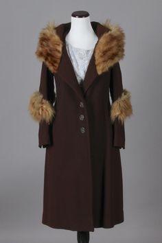 M/L 30s Vintage Brown Wool Coat w/ Fox Fur Collar. An awesome vintage coat! $240 via eBay