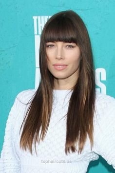 20 Flattering Hairstyles for Oval Faces Jessica Biel breaks up the length of this look with blunt bangs that also accentuate her cheekbones. #OvalFace #JessicaBiel #Hairstyles  http://www.tophaircuts.us/2017/05/10/20-flattering-hairstyles-for-oval-faces-4/